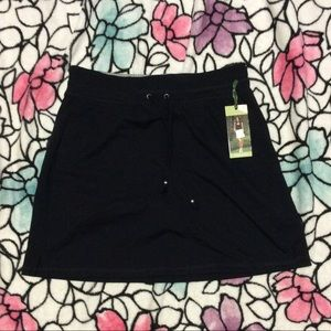 NWT Medium GreenTea Black Skort